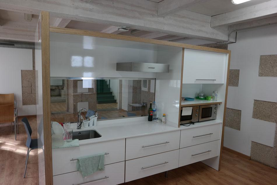 Moderne Küche in Herberge....