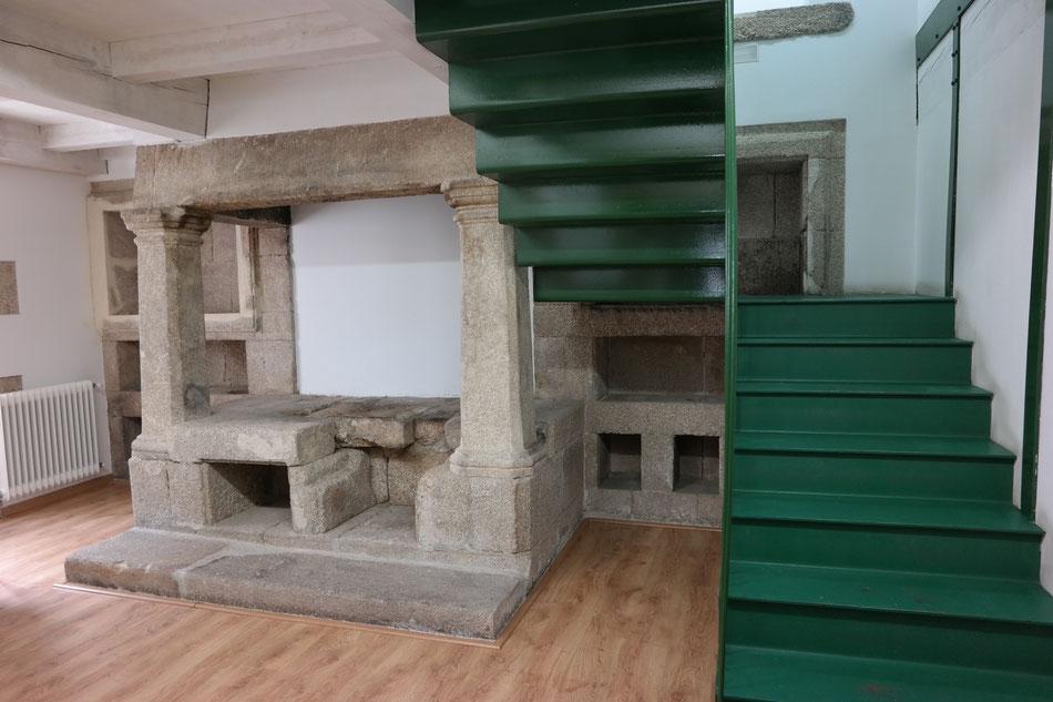 ...und eine antike Küche