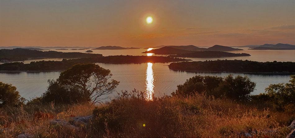 Dalmatinische Inseln im Sonnenuntergang