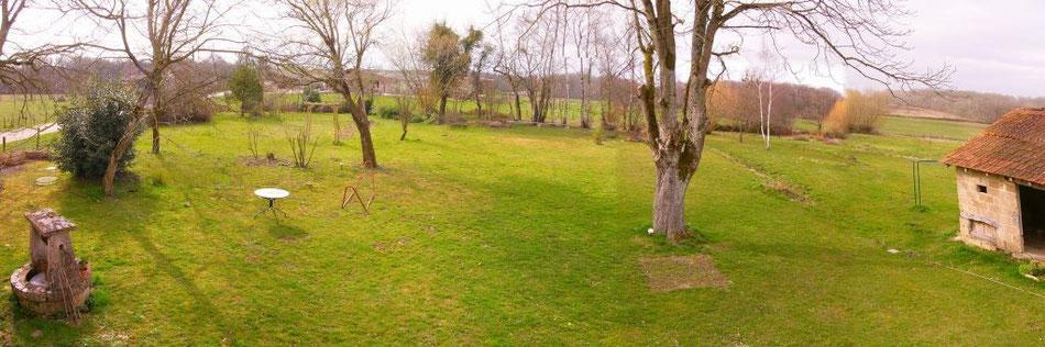 Garten, noch ohne Teich, dafür mit altem Stall