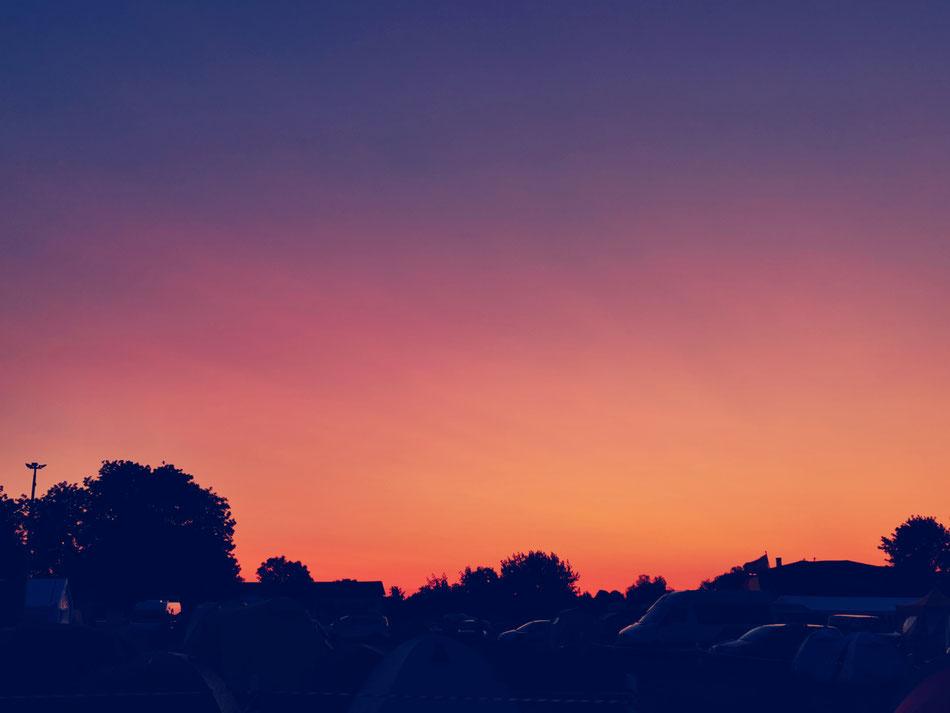 Der Sonnenuntergang am Freitag Abend