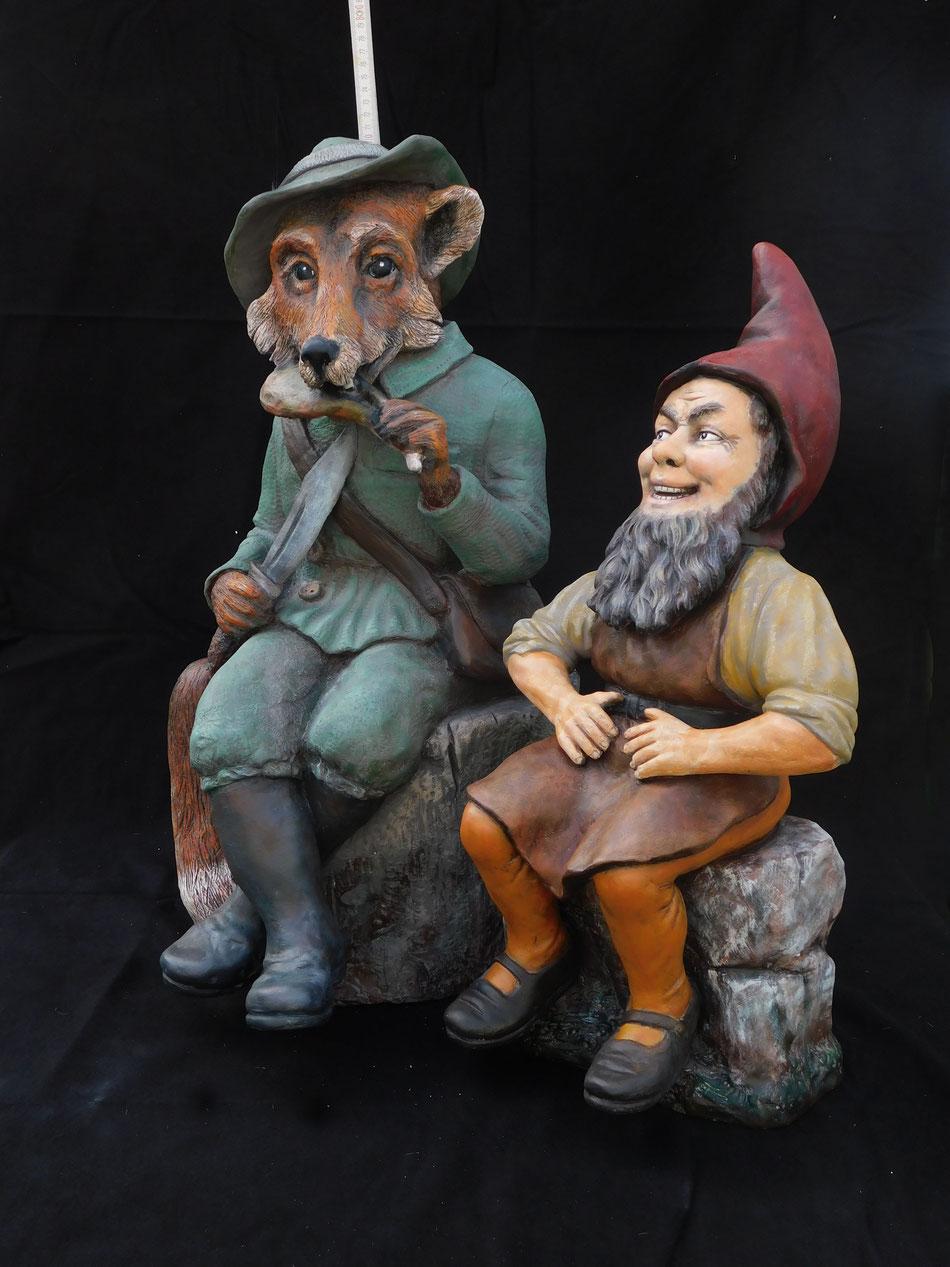 """Links der Fuchs ist ein Nachbau im Rahmen des """"Historic Gnome Project"""", rechts der Zwerg das Original Nr. 12262 von Johann Maresch"""
