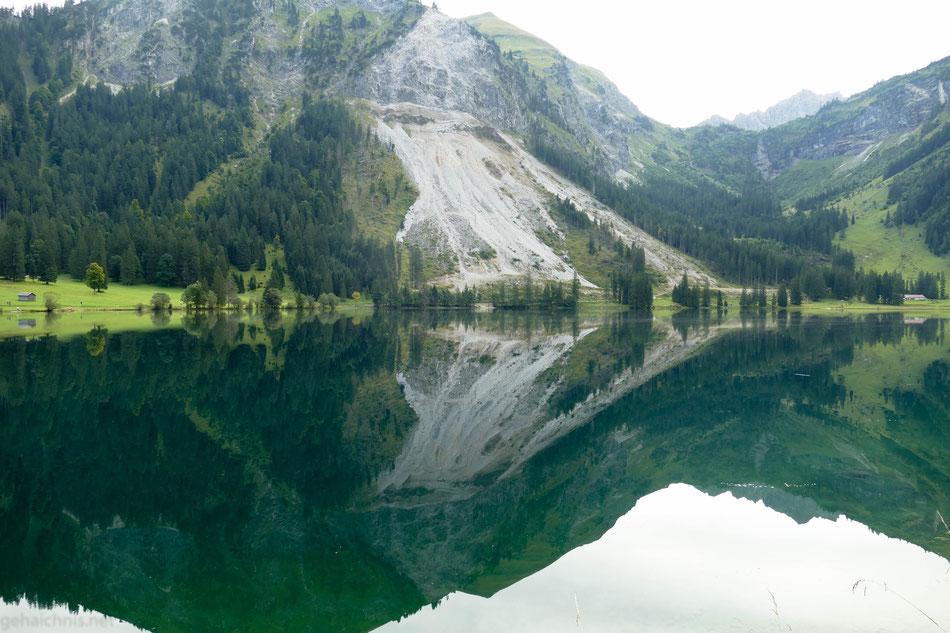 Der Felssturz am Ostufer des Sees