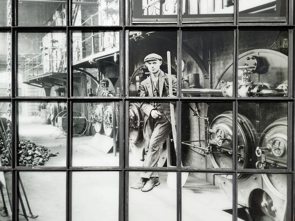 Bildinstallation im Museumshof des Museums der Arbeit, Hamburg