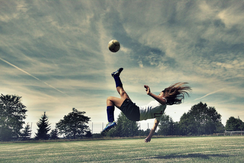 Female Bicycle Kick 01