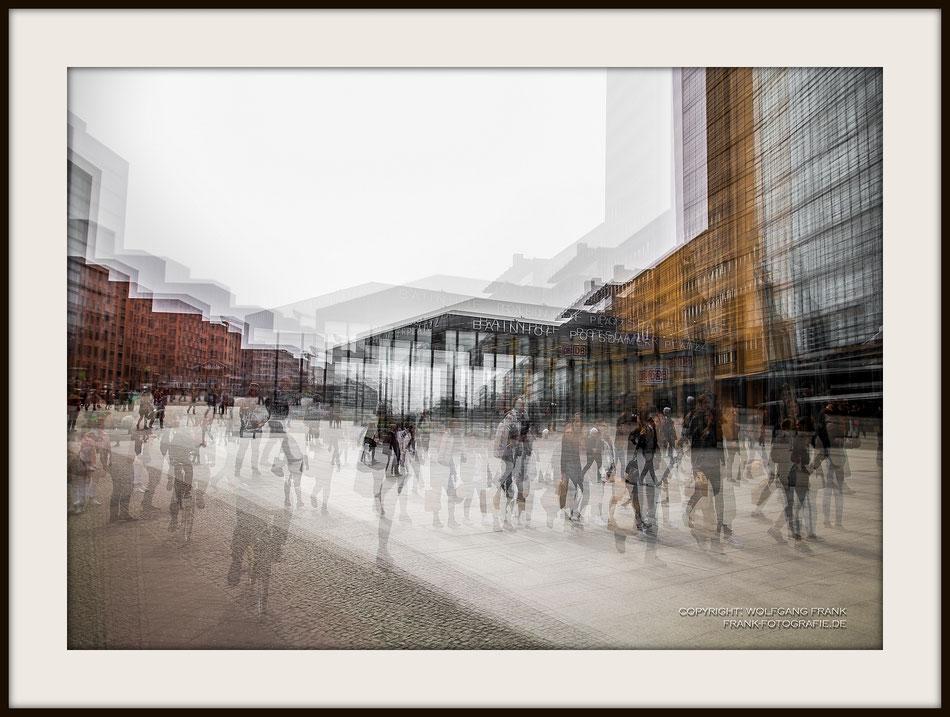 #031 - Potsdamer Platz I (Series: Multi Shutter) (2016-04-04) - Fine Art Print auf Museo Silver Rag, 100% Baumwolle, Naturweiß, gepuffert, schwarzer Galerierahmen mit Passepartout