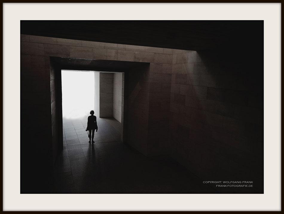 #013 - Out Of The Light (2014-08-10) - Fine Art Print auf Shil Masterclass Baryta 290, archivfest, naturweiß, gepuffert, schwarzer Galerierahmen mit Passepartout