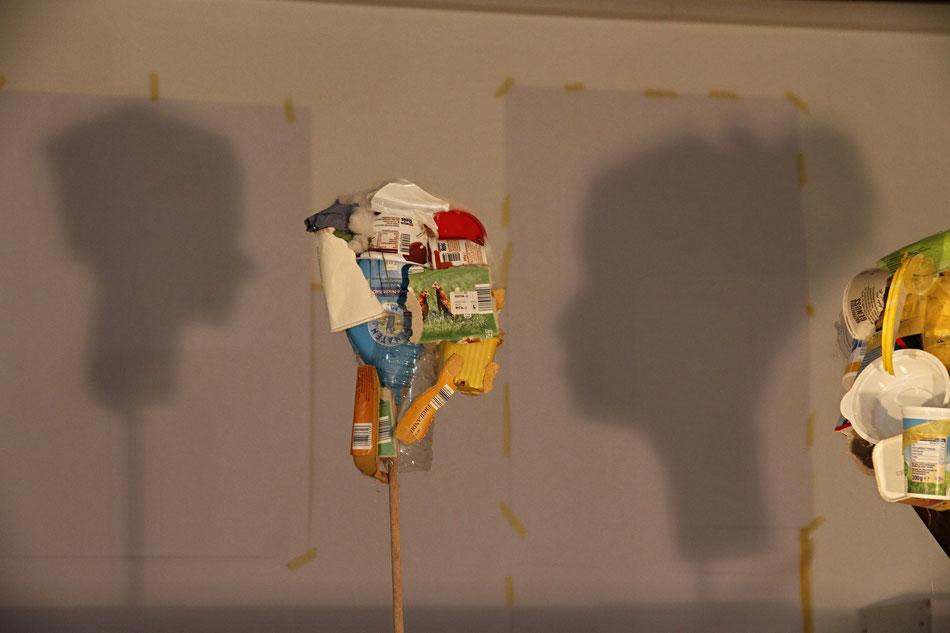 Bild: Teilnehmerarbeiten, Schattenbilder aus Trashobjekten