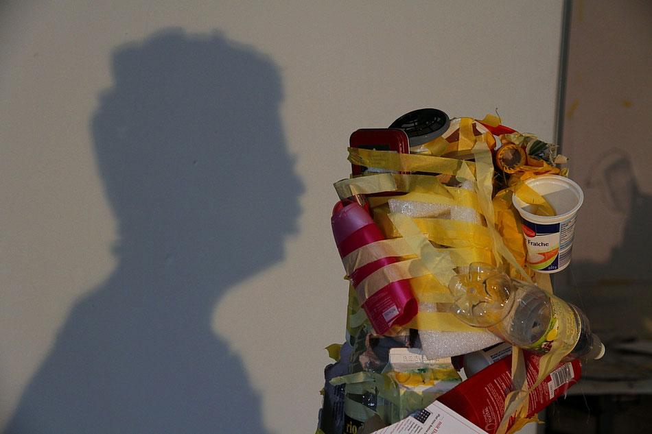 Idee/Konzept, Schattenbild aus Trashobjekt