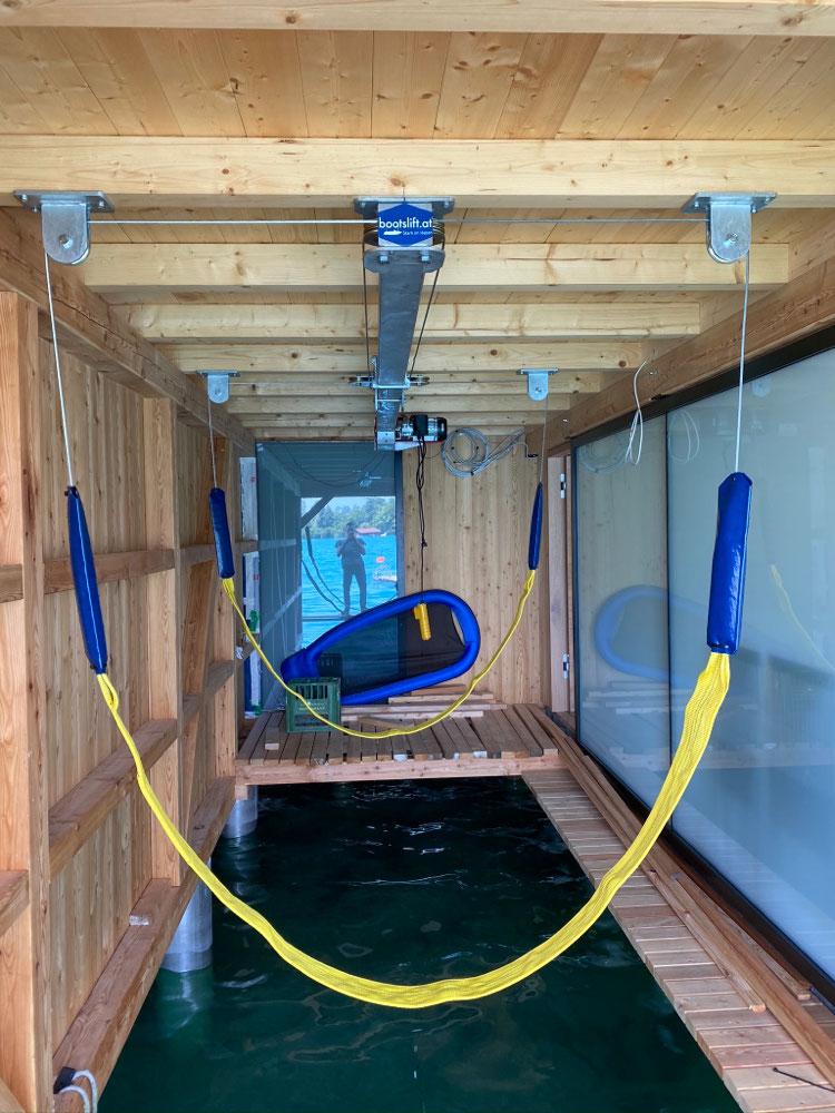 Die Bauteile des Bootsliftes sind so konstruiert, dass sie an örtliche Gegebenheiten auf einfache Weise angepasst werden können