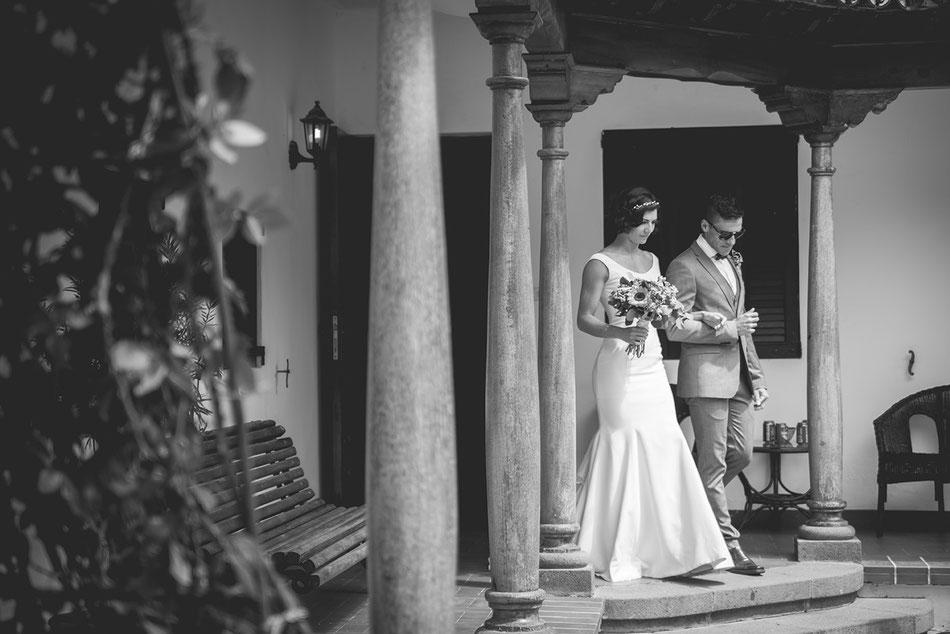 La novia saliendo. Boda en Tenerife