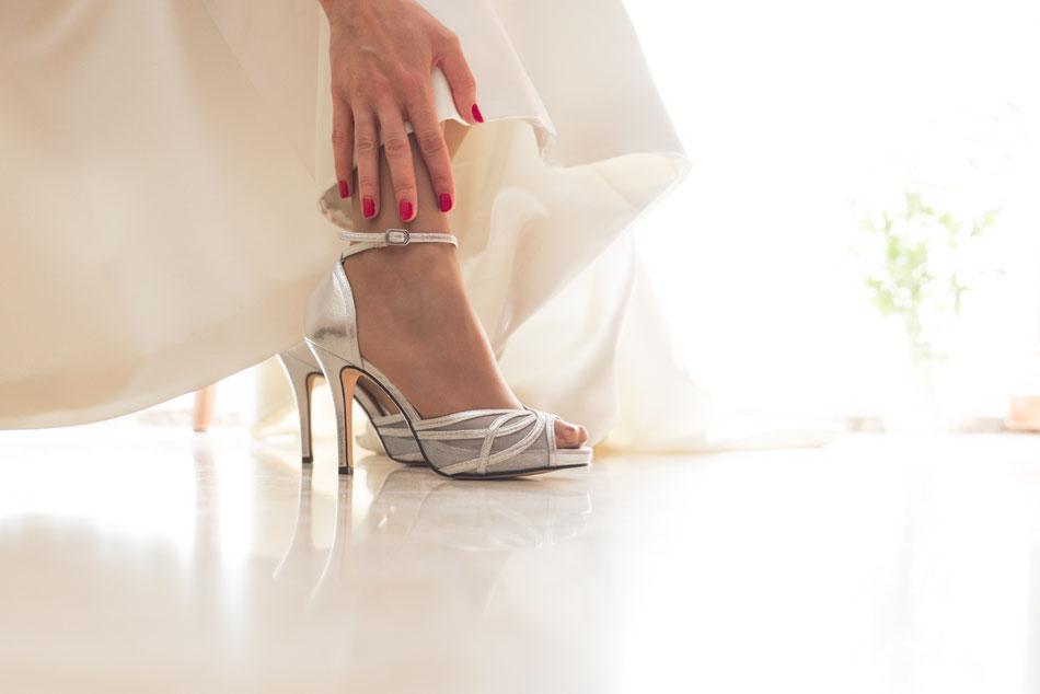 Fotografía de bodas en Tenerife, boda en Sevilla, zapatos de novia