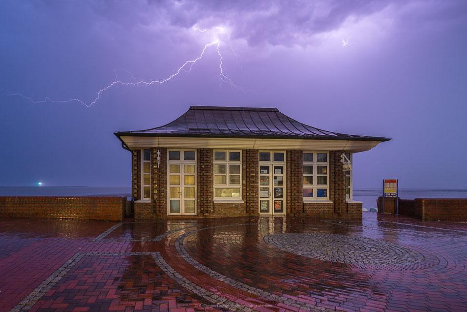 Gewitter am Südstrand in Wilhelmshaven.