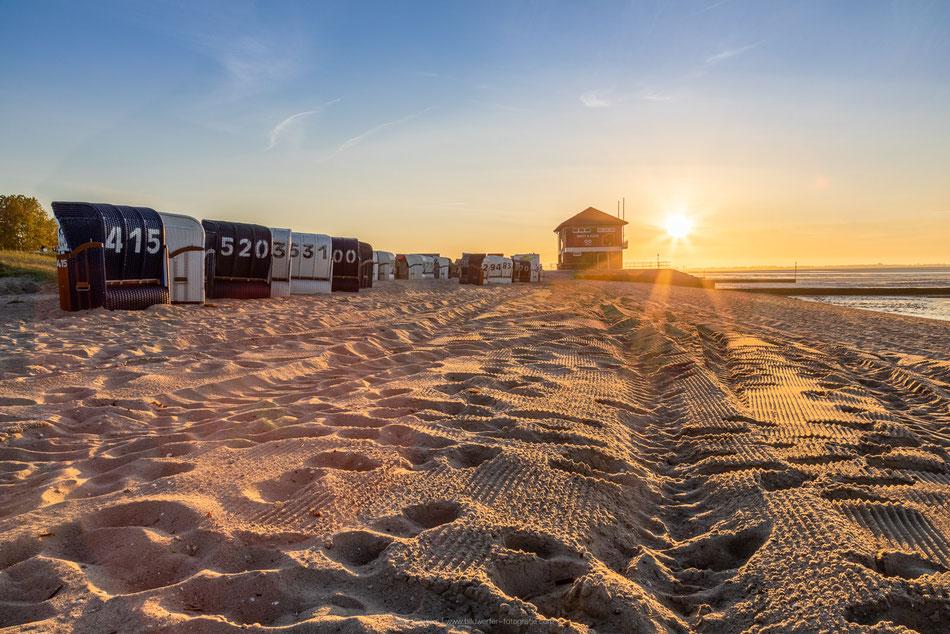 Sonnenuntergang am Hooksieler Strand.