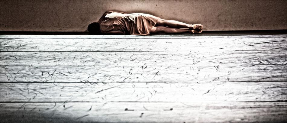 Uraufführung »memento mori« 6. Juli 2013 in der Reithalle  Ballett in zwei Teilen von Edward Clug und Karl Alfred Schreiner, Musik von Luigi Cherubini und Giovanni Battista Pergolesi  24. Juni 2013  Ballettdirektor Karl Alfred Schreiner und der mehrfach a