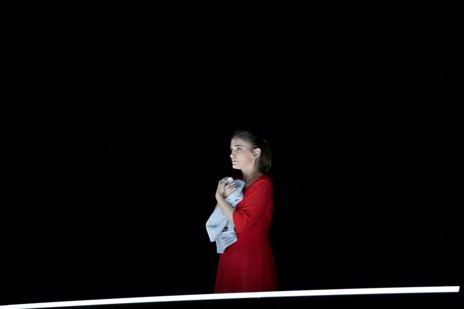 ERÖFFNUNGSPREMIERE 11. OKTOBER 2018  Als Eröffnungspremiere der Saison 2018/2019 präsentiert das Gärtnerplatztheater Gottfried von Einems Oper DANTONS TOD am 11. Oktober in der Inszenierung von Günter Krämer und unter der musikalischen Leitung von Chefdir