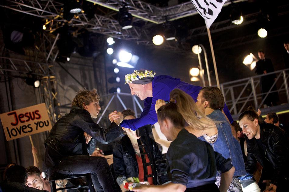JESUS CHRIST SUPERSTAR  Rockoper von Andrew Lloyd Webber, Premiere am 18. Mai 2017 in der Reithalle  15. Mai 2017  Die Premiere der legendären Rockoper JESUS CHRIST SUPERSTAR in der Inszenierung von Staatsintendant Josef E. Köpplinger findet am 18. Mai in