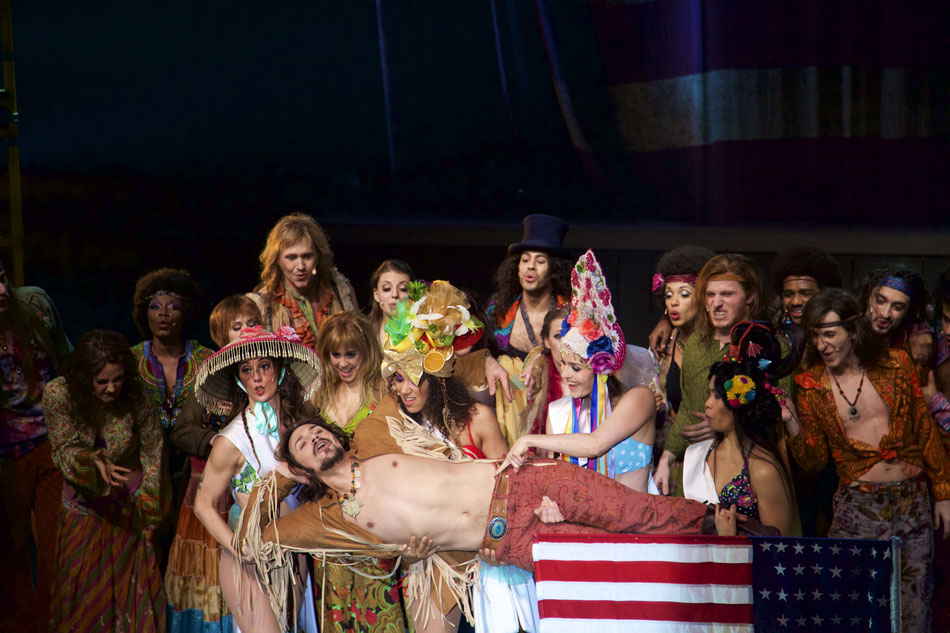 HAIR - The American Tribal Love Rock Musical  Premiere am 25. Februar um 19.30 in der Reithalle. Einführungsmatinee am 14. Februar im Akademietheater.  10. Februar 2016  Am 25. Februar feiert das Gärtnerplatztheater mit Galt MacDermots Rock Musical HAIR P