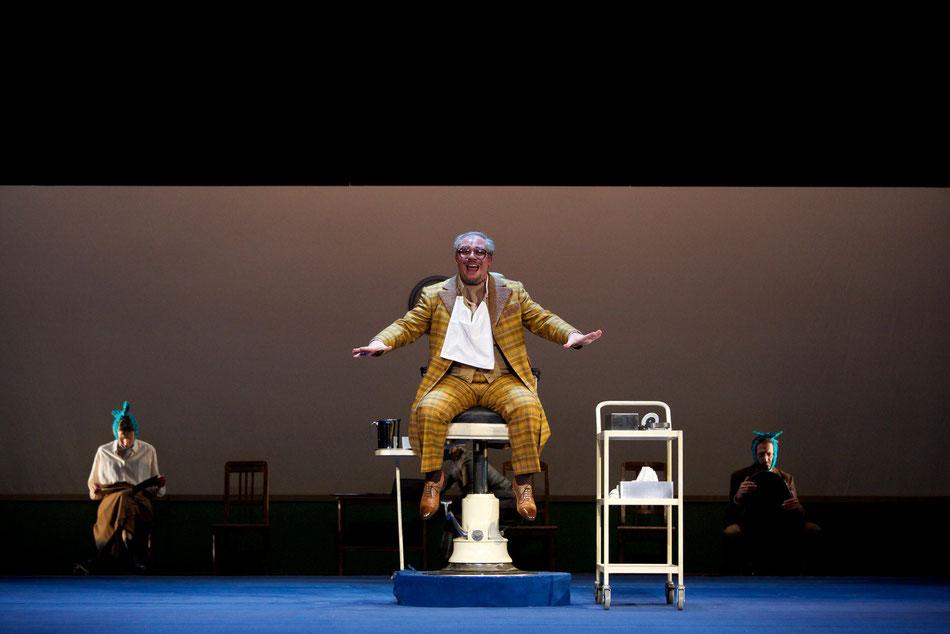 Premiere DON PASQUALE am 25. Oktober 2012 um 19.30 Uhr im Cuvilliéstheater  12. Oktober 2012  Komische Oper in drei Akten Musik von Gaetano Donizetti, Libretto von Giovanni Ruffini und Gaetano Donizetti In italienischer Sprache mit deutschen Übertiteln