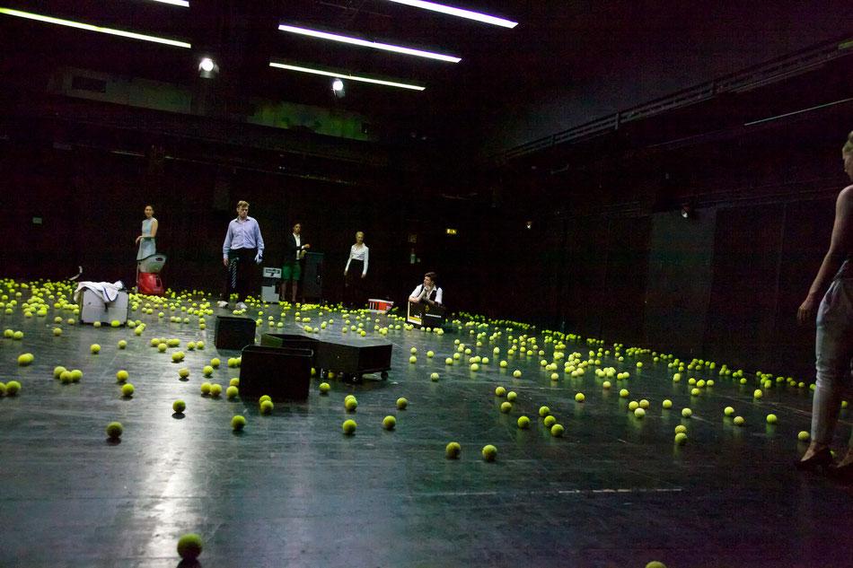 MARSTALLPLAN 1: WIR SCHLAFEN NICHT von Kathrin Röggla Marstallplan 1  Ein Kooperationsprojekt mit der Bayerischen Theaterakademie August Everding  Wir schlafen nicht, wir arbeiten. Wir leben in einer Hochleistungsgesellschaft, im Dauerstresstest aus Reize