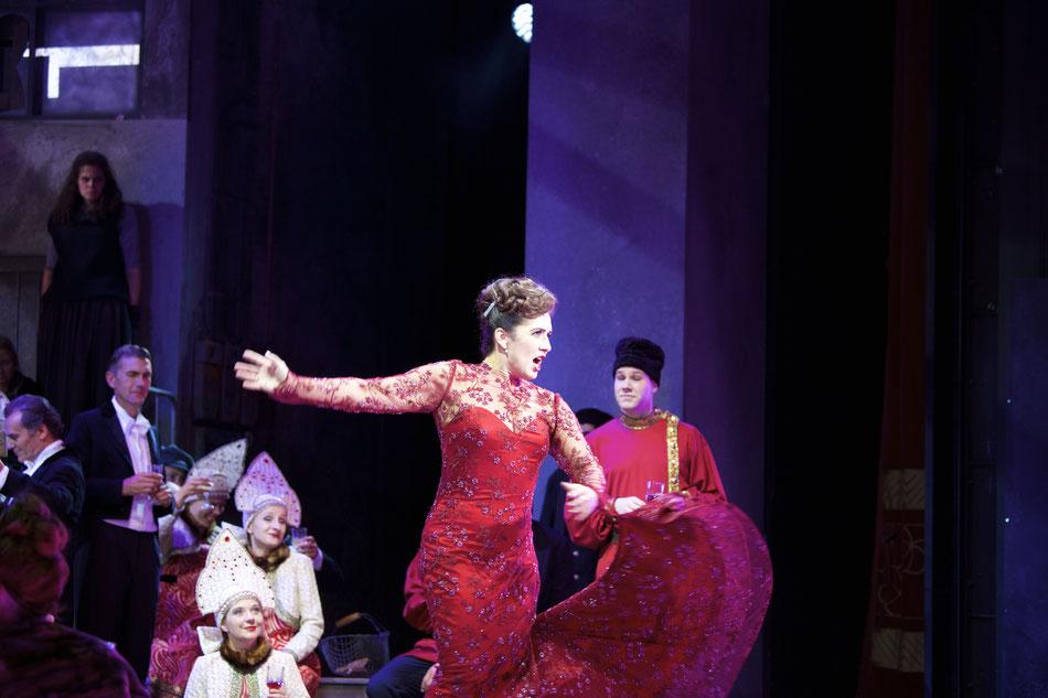 VIKTORIA UND IHR HUSAR Premiere 16. Juni im Prinzregententheater  Einführungsmatinee am 5. Juni im Akademietheater  31. Mai 2016  Wir laden Sie herzlich ein zur Premiere VIKTORIA UND IHR HUSAR am 16. Juni im Prinzregententheater. Staatsintendant Josef E.