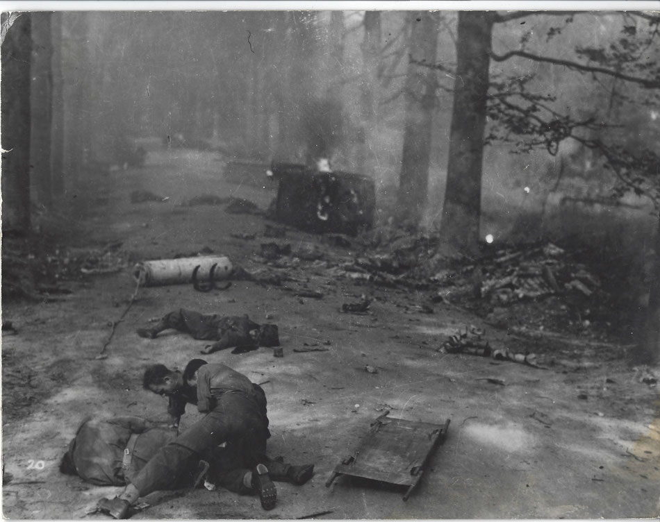 A scene taken at the Sonnenberglaan in Oosterbeek, not visible but it was on this location that a 17 poundergun of 2nd Oban Anti knocked out a flamethrowing tank during the battle (Collection P. Reinders)