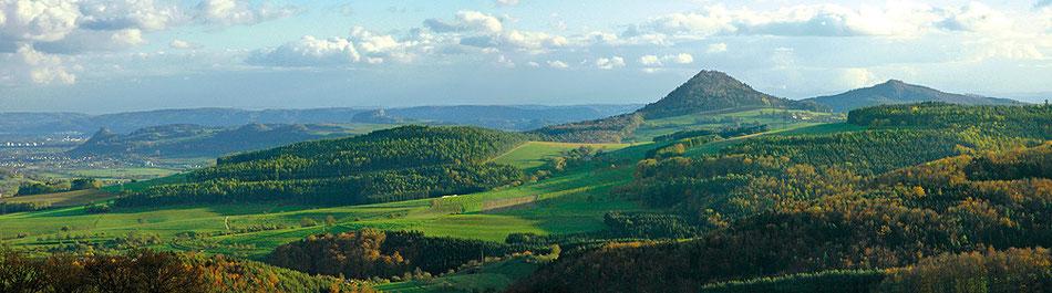 Bild: Hegaulandschaft mit Ritterburgen und Vulkankegeln