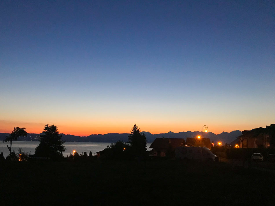 Am nächsten Morgen - Dämmerung am Genfersee