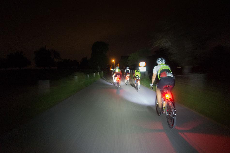 Rasante Fahrt durch die Nacht
