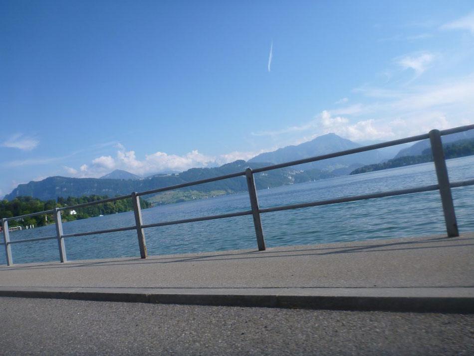 Ersten richtig verkehrsreichen Abschnitt geschafft: Vierwaldstättersee nach Luzern