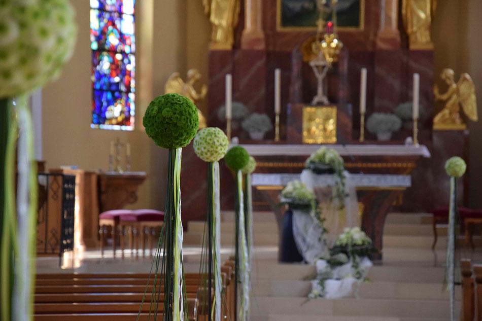 Hochzeit - Kirche Blumen Kugel