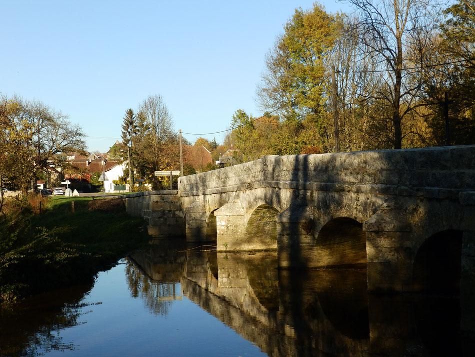 le Plessis-Vannon vu du pont...sur le Vannon à l'heure de la sieste!