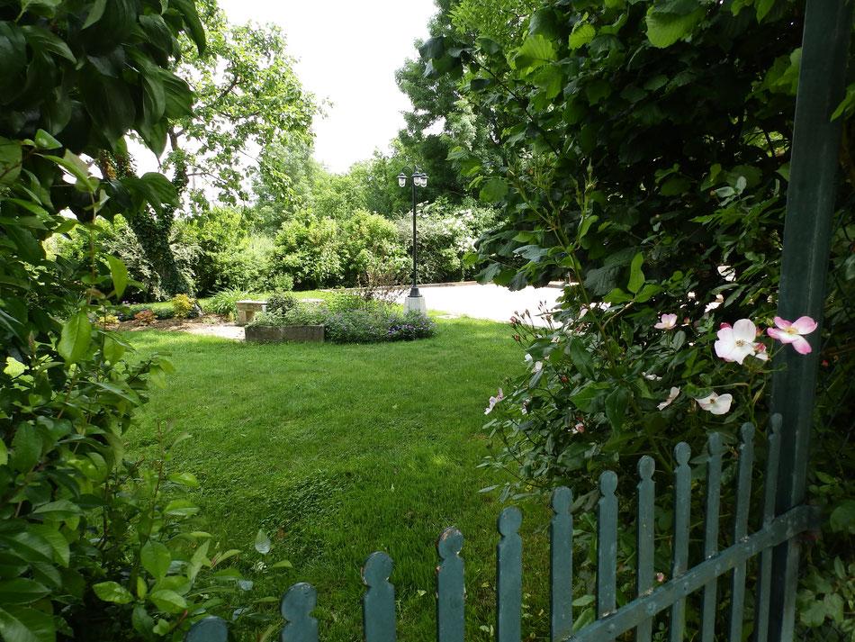 le jardin campagnard maison de vacances le plessis vannon. Black Bedroom Furniture Sets. Home Design Ideas