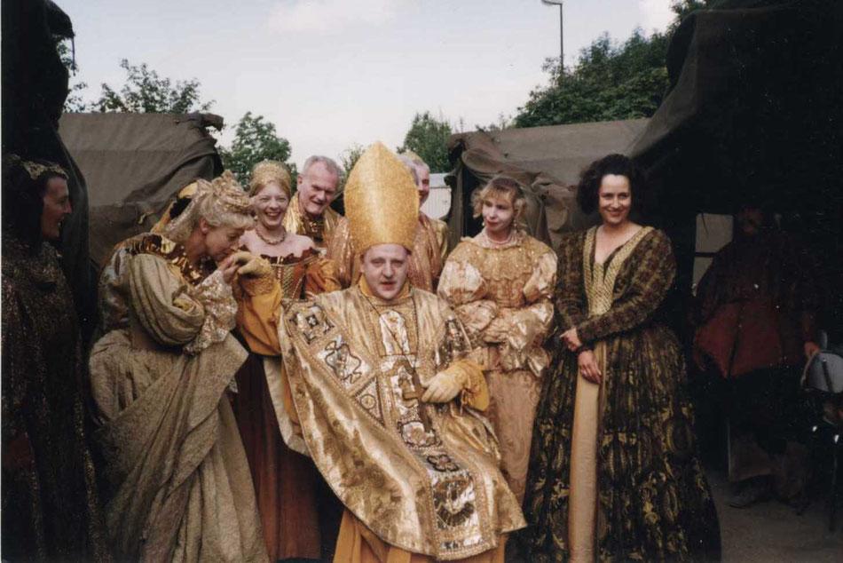 Louis Flamel (Smiling Bishop) während einer Drehpause zu dem Film  DAS WUNDER VON MACON von Peter Greenaway, Troisdorf, 28. Juli 1992