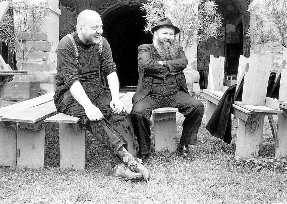 Louis Flamel & Hermann Nitsch im Hof von Schloß Prinzendorf -