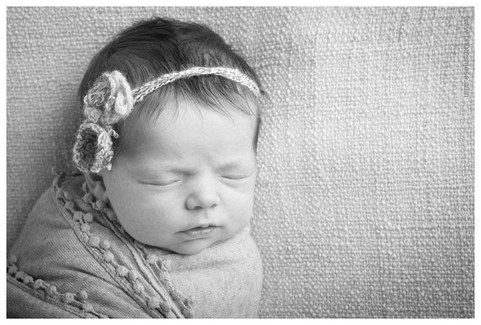 Portrait de bébé noir et blanc à Moulins chez Phot'Osmose