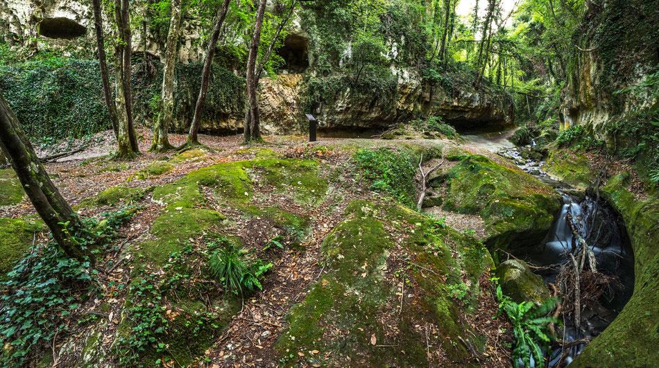 Valle dell'Alento, tombe rupestri