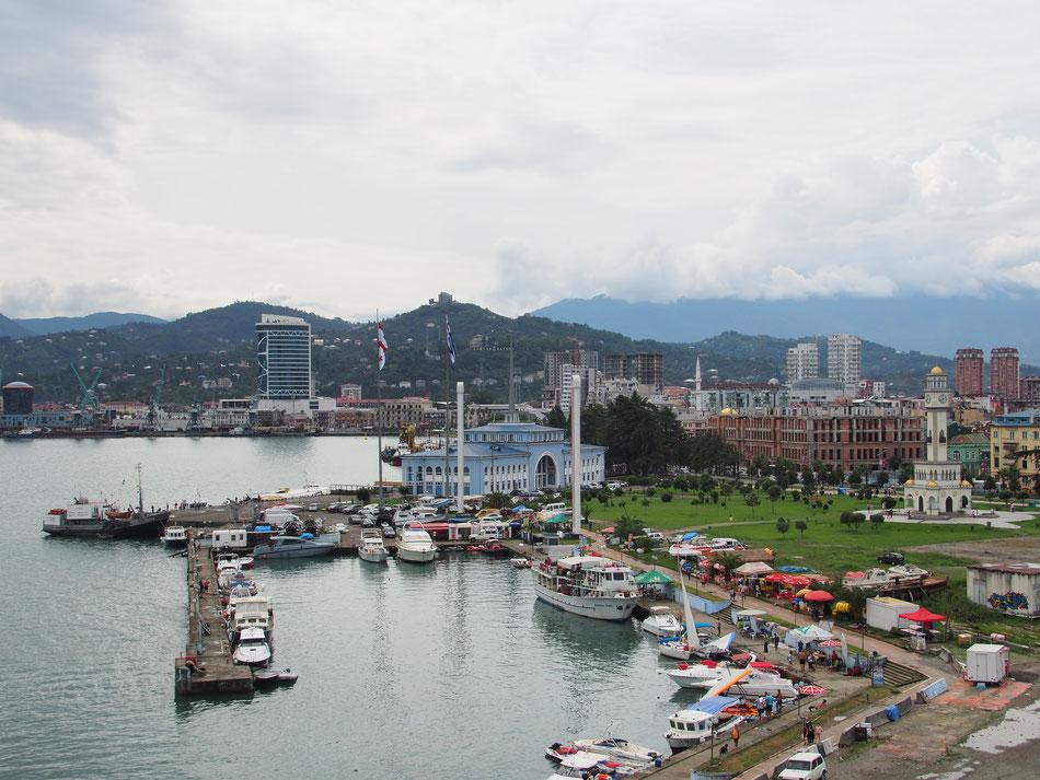 Batumi kikötője madártávlatból. A képet a helyi óriáskerékről készítettem.