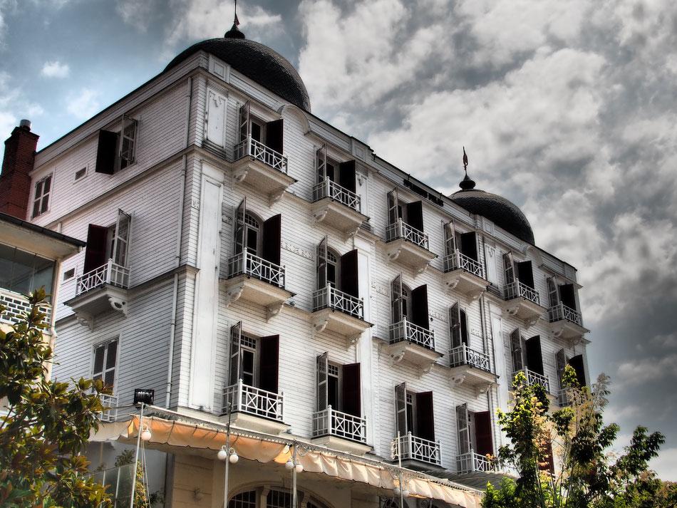 Büyükada régi fahépületeinek egy része már lakatlan, de sokat megtartottak eredeti állapotukban.