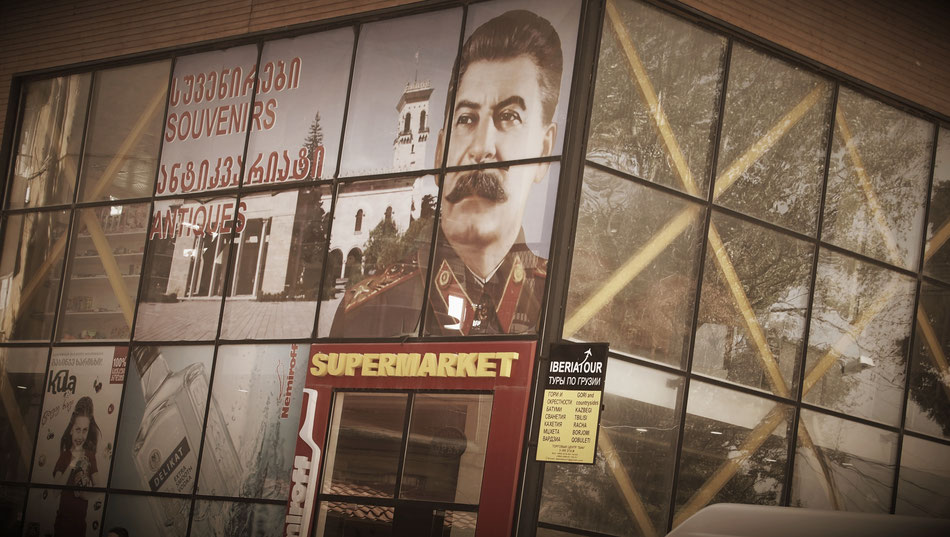 Na ki van a Szupermarket falán ?