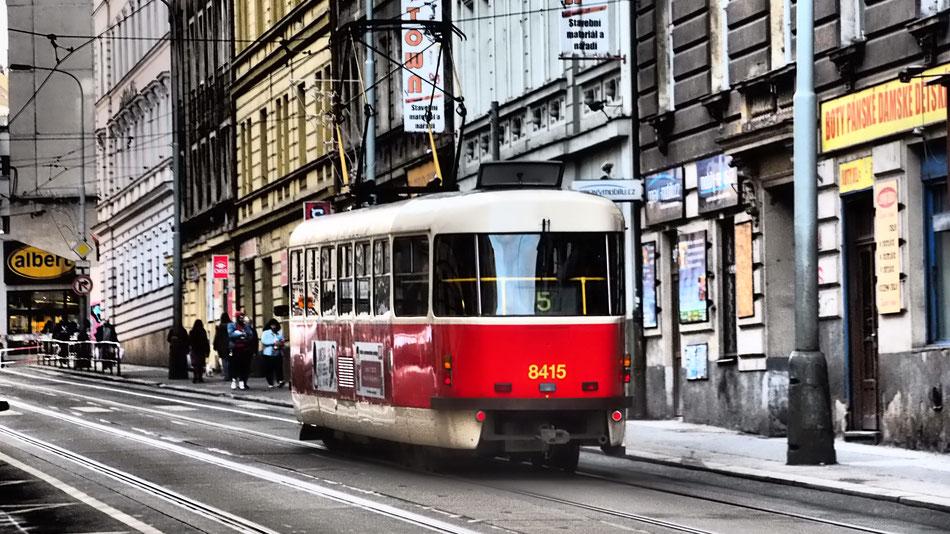 Prága villamosait nem szabad kihagyni, a szupermodern Skodáktól kezdve a muzeális jármüvekig mindenféle megfordul az utcákon.