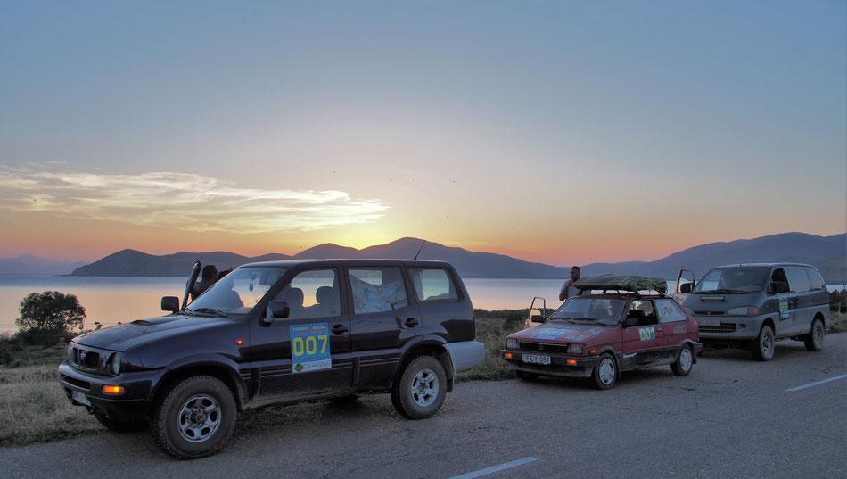 Naplemente a csapattal, a Sevan Tó partján, Örményországban.