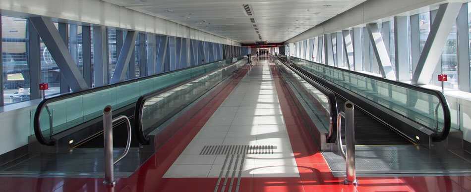 Dubai moving pedestrian ways