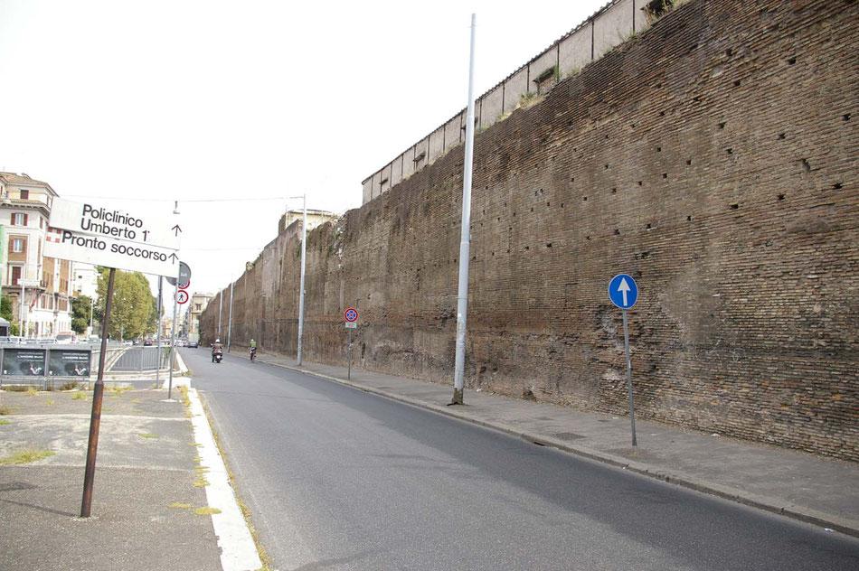 Die Mauern der castra praetoria heute.