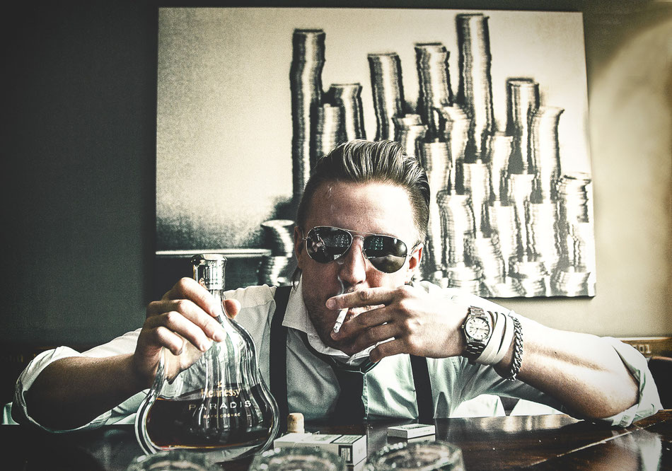 Lifestyle, Money, Dollars, Die Bank Bar & Restaurant Hamburg, Daniel Blieffert Photography, Hennessy Paradies Cognac, Rolex, Luxury, Male Model