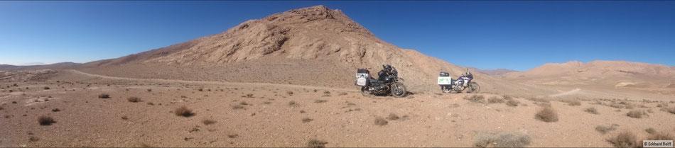 zwischen Qamsar und Meymeh auf knapp 2.700m ein bisschen schottern gewesen