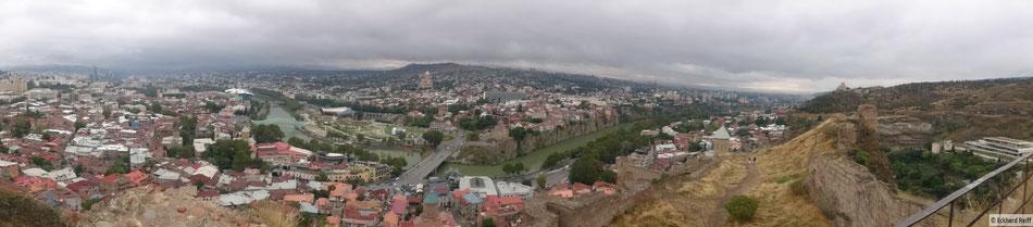 Blick über Tbilisi von Narikala aus