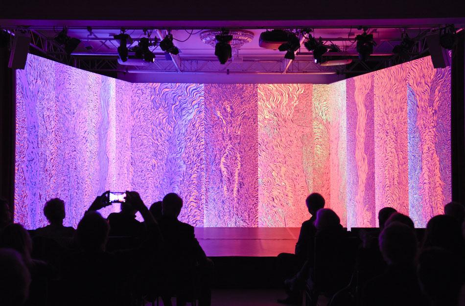 Multimedia Vernissage von Andrzej Fogtt im Theater im Zimmer Hamburg