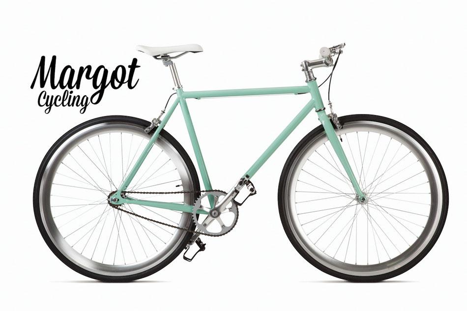 Fixed bike MARGOT TIFFANY. Cuadro verde vintage y retoques de aluminio. Resalta el gris anodizado de los aros. ¡Luminosidad y elegancia!