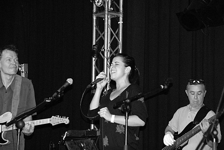 V.l.n.r.: Torsten de Winkel, Bibiana Monjes und Bassist Alberto Mendez (Teneriffa)